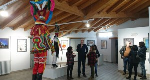 Viana estrea nova sala de exposicións cunha mostra sobre o Entroido