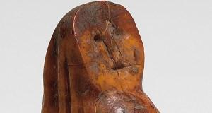 """Un singular obxecto medieval en marfil, """"Peza do mes"""" do Museo Arqueolóxico de Ourense"""