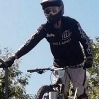 O valdeorrés Javier Fernández Quiroga, entre os intrépidos riders do Descenso Urbano de Sarria