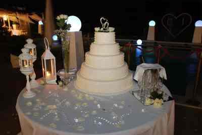 wedding cake total white