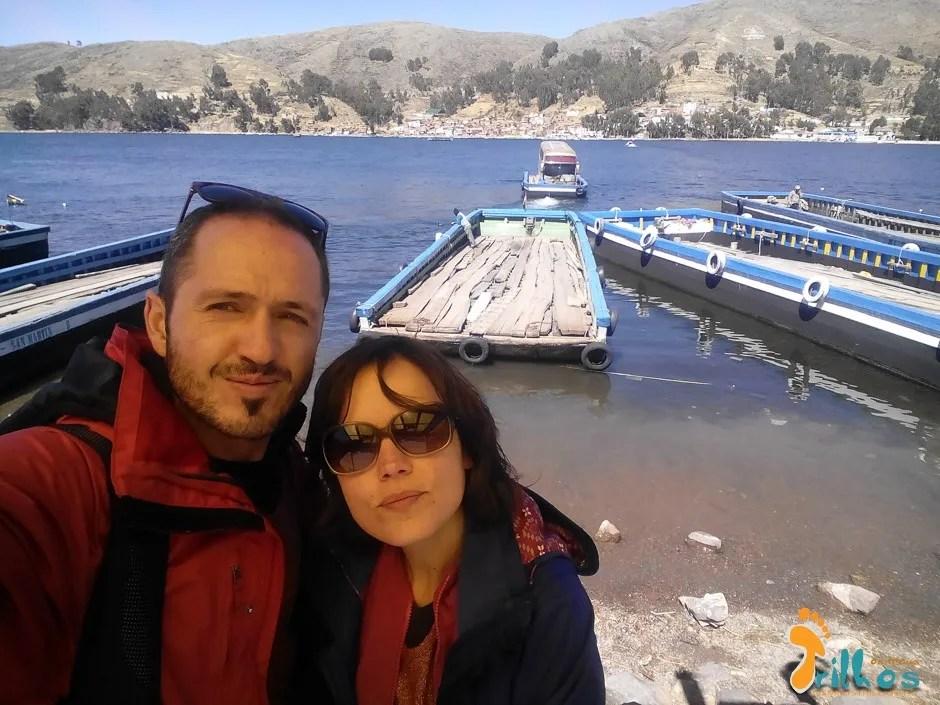 """o """"ferry"""" para atravessar um braço do Lago Titicaca, na Bolívia"""