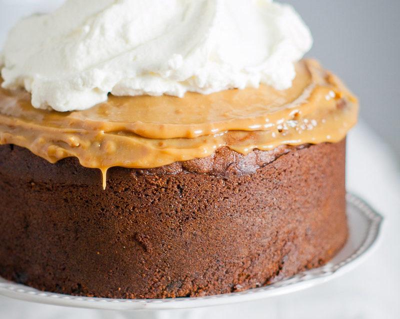 przepis na ciasto bananowe z kajmakiem i czekoladą
