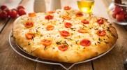 Klasyczna focaccia lub ciasto na pizzę