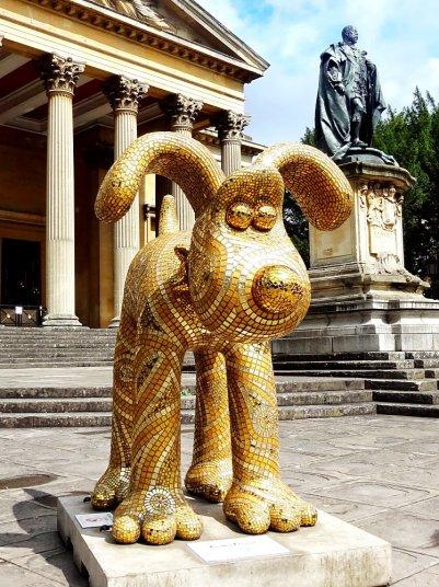 Julie Vernon Mosaics - Golden Gromit