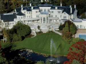 Updown-Court-10-Biggest-Houses-In-The-World-e1431393577333
