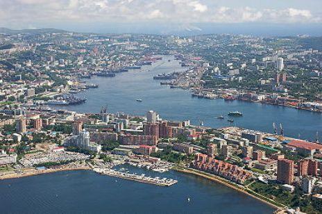 400px-Center_of_Vladivostok_and_Zolotoy_Rog