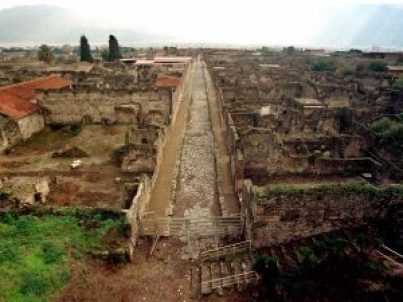 romans-of-the-first-century-ad-lived-in-pompeii-and-pretty-much-turned-it-into-a-vacation-destination-for-the-wealthy-the-seaside-city-overlooked-the-gulf-
