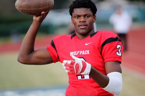 os-lamar-jackson-intrigued-by-visit-from-gators-coach-jim-mcelwain-20141221