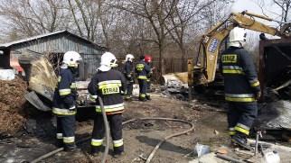 Pożar altanki przy al. Jerozolimskich w Regułach.