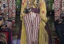 Photo of بيتر دونداس يعيد هيبي السبعينيات لصيف هذا العام بروح كفالي