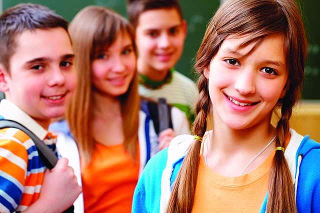 كيف يساعد الآباء أبناءهم على اختيار الأصدقاء؟