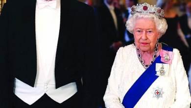 Photo of الملكة إليزابيث ارتدت الروبي لمنع الشر والمرض