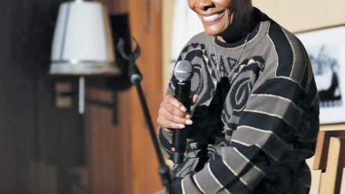 Photo of المغنية الأسطورية السمراء ديون وارويك على «تويتر»..  صنعت البهجة وهزت طاولة المجتمع المادي!