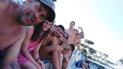 Roberto Cianfarani e gli atleti F&D H2O allo Stadio del Nuoto