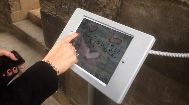 Il tablet per i graffiti digitali sul Campanile di Giotto