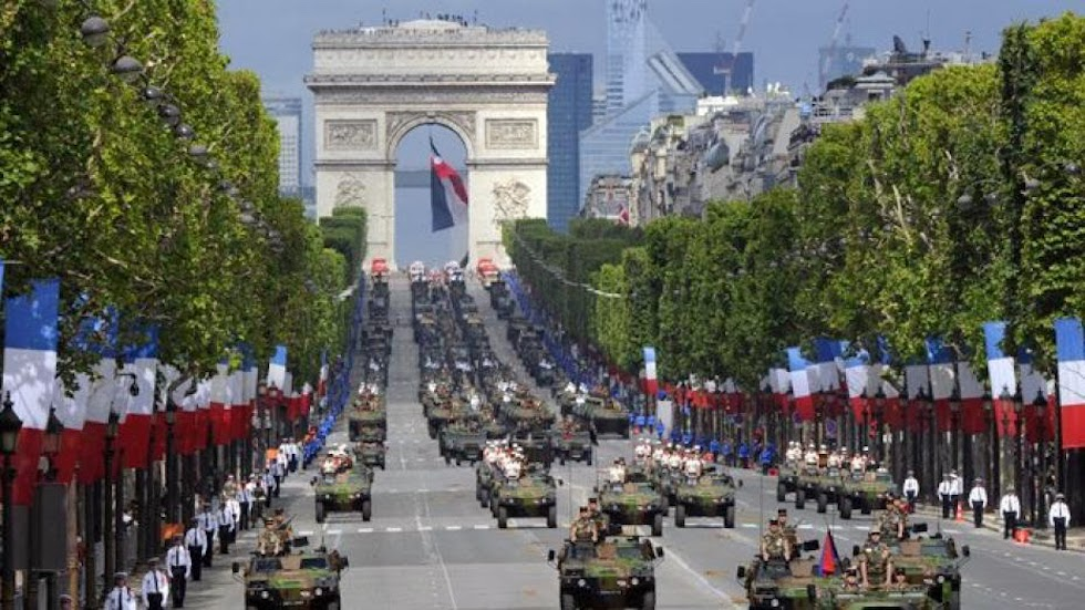 Parata militare a Parigi per la festa nazionale del 14 luglio