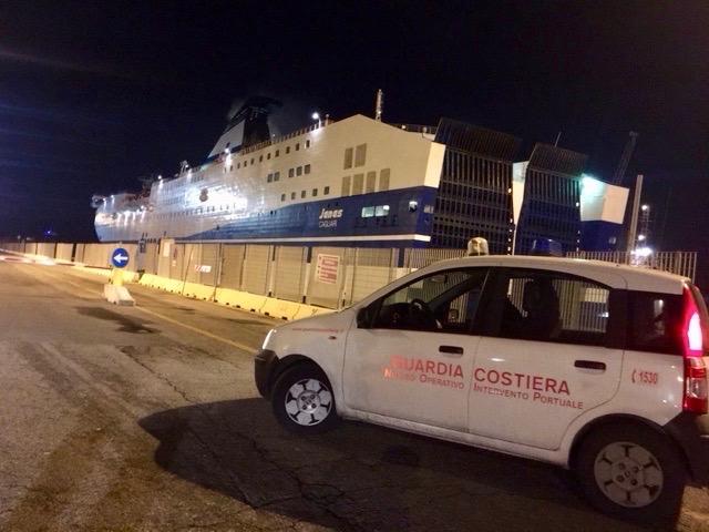 Il traghetto Janas fermo in porto a LIvorno dopo l'avaria