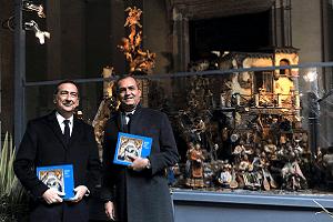 Sala e de Magistris accendono il presepe a Palazzo Marino