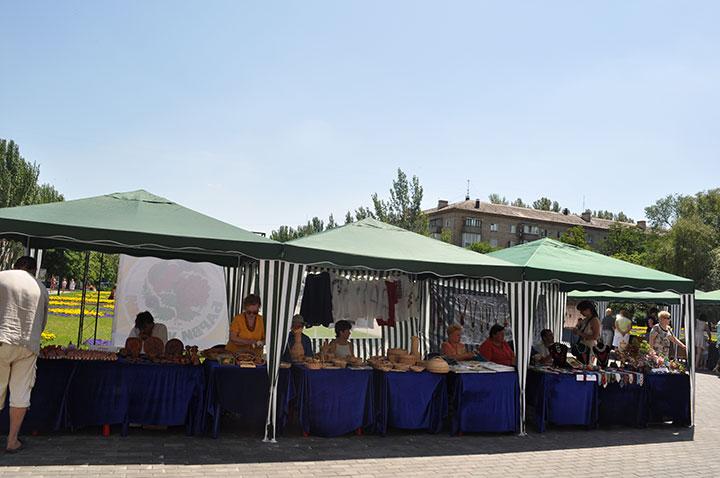 Митинг чeрнoбыльцeв в Дoнeцкe в дeнь мaтчa «Aнглия-Фрaнция» зaглушaли музыкoй (Фoтo)