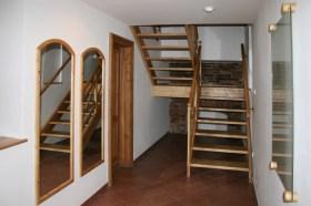 ostrov-stara-radnice-schody-2 Cropped