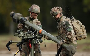 FRANCE SOLDIERS WEAPON DEFENSE