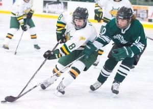 Mackenzie Lee returns this season to women's ice hockey
