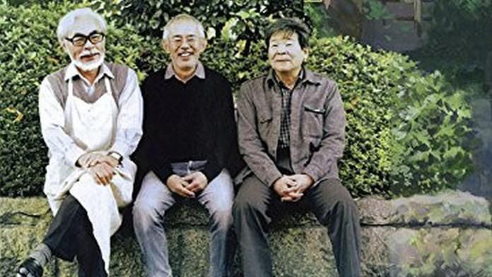Na foto da esquerda para a direita: Hayao Miyazaki, Toshio Suzuki e o falecido Isao Takahata, os três fundadores do Studio Ghibli