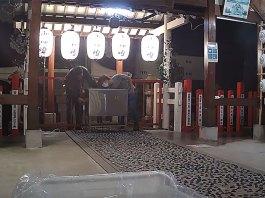 Vídeo mostra dois ladrões a roubarem santuário de Nagoya