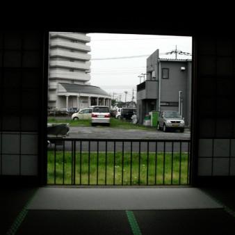 13:竣工 1階和室から南側を見る。