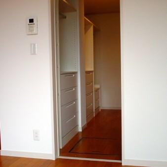 6:主寝室 主寝室の機能的な納戸