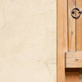 6:土壁 土壁のディテール。藁スサが入っている味わい深い中塗り壁。