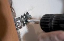 Прикрепление ленты фиксирующей к стене
