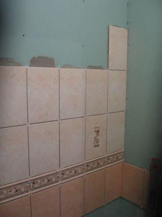 укладка плтки в ванной049