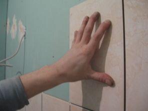 укладка плтки в ванной055