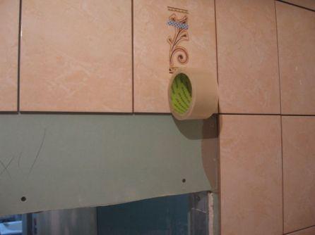 укладка плтки в ванной080