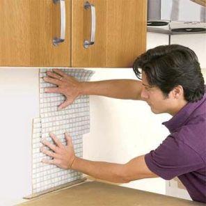 Укладка фартука на кухне из мозаики05
