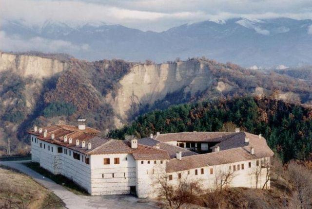 800px-Bulgarien-Roschen-2-1996