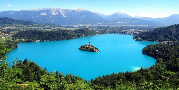 Лечебните минерални води на изумруденото езеро Блед в Словения