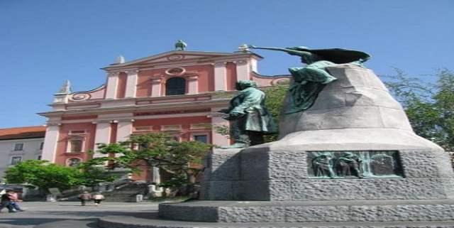 Статуята на поета