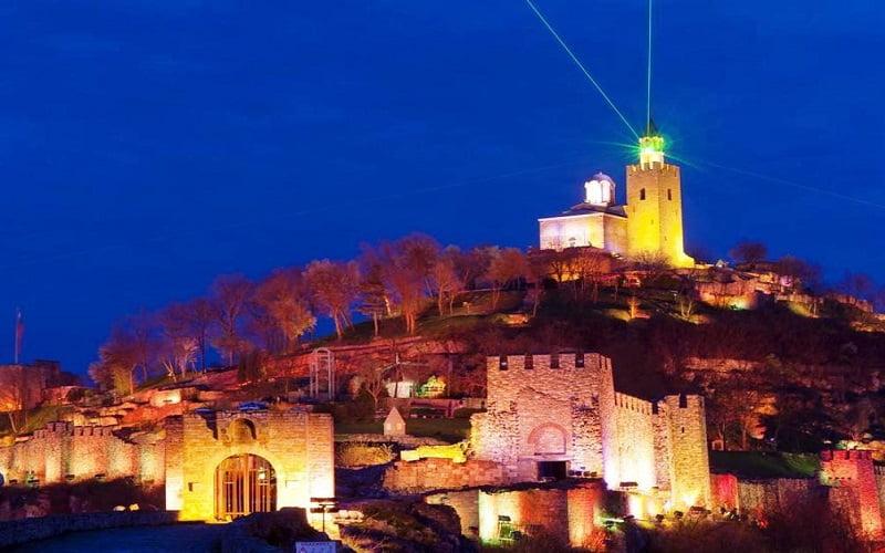 Как да планираме сами уикенд екскурзия до Велико Търново и шоуто Звук и светлина – стъпка по стъпка