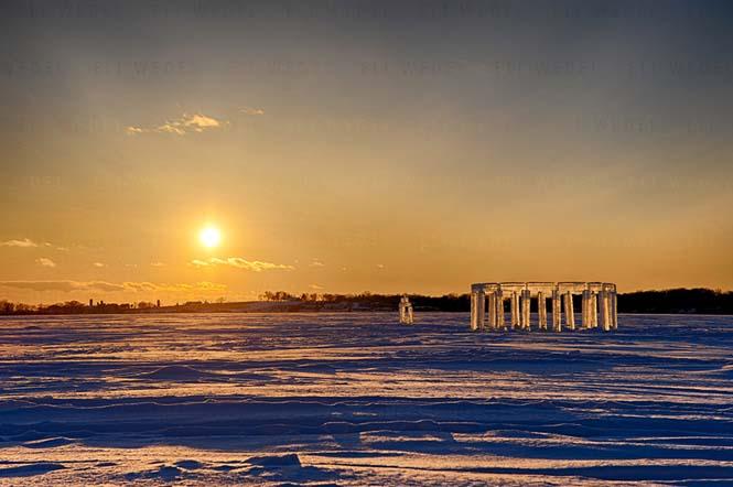 5 φίλοι κατασκεύασαν το «Icehenge» στη μέση μιας παγωμένης λίμνης (3)