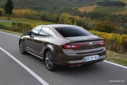 2016-Renault-Talisman-scene-11