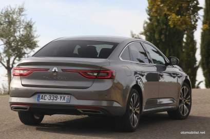 2016-Renault-Talisman-scene-21
