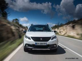 2017-Peugeot-2008-dynamic_024