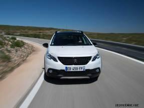 2017-Peugeot-2008-dynamic_032