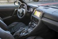 2017-Nissan-GT-R_012