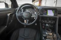 2017-Nissan-GT-R_013