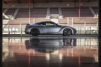 2017-Nissan-GT-R_014
