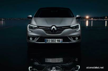 2017-Renault-Megane-Sedan_010