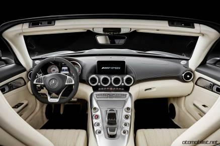 2017-mercedes-amg-gt-c-roadster-interior-dashboar